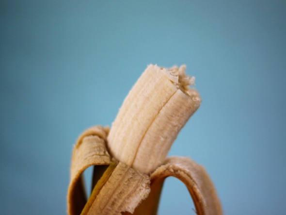 Biomassa formada por cascas de banana maduras secas, trituradas e peneiradas conseguiu absorver 90% dos pesticidas da água de um rio.