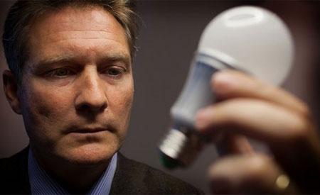 A lâmpada é feita a partir de uma lógica que nega a obsolescência programada.