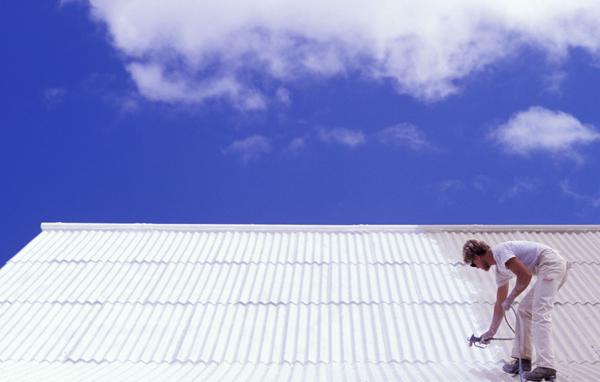 Telhado-branco-pode-ajudar-a-reduzir-o-calor-na-sua-casa-descubra-o-verde