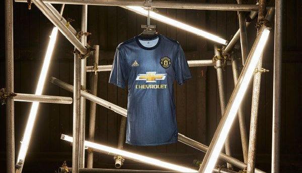 Novo uniforme do Manchester é de plástico retirado do mar
